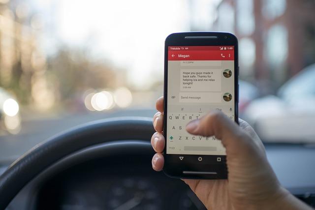 1 şofer din 2 trimite mesaje atunci când este la volan