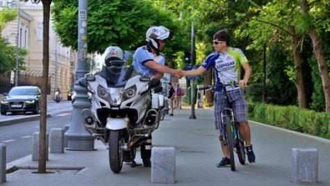 Bicicliştii şi cele 6 reguli de urmat. Pedalează în siguranţă!