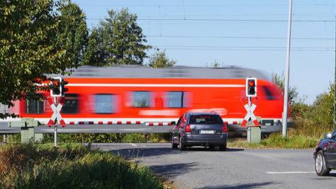 Siguranţa rutieră va fi îmbunătăţită pentru 246 de treceri la nivel