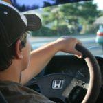 Şoferii tineri produc de 2 ori mai mult accidente decât şoferii experimentaţi