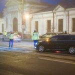 Şoferi depistaţi că depăşesc coloanele la semafor. Ce amenzi au primit
