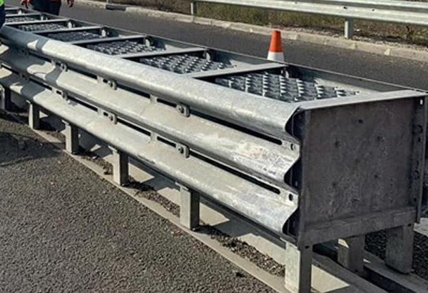 Măsuri pentru creşterea siguranţei rutiere. Atenuatori de impact pe DN 7