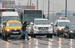 Cum se circulă în siguranţă pe timp de ploaie