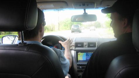 Proiectul de lege privind cursurile de condus defensiv, adoptat de Senat